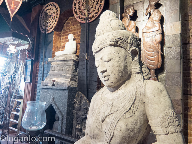 Buddha statue at Lakruwana